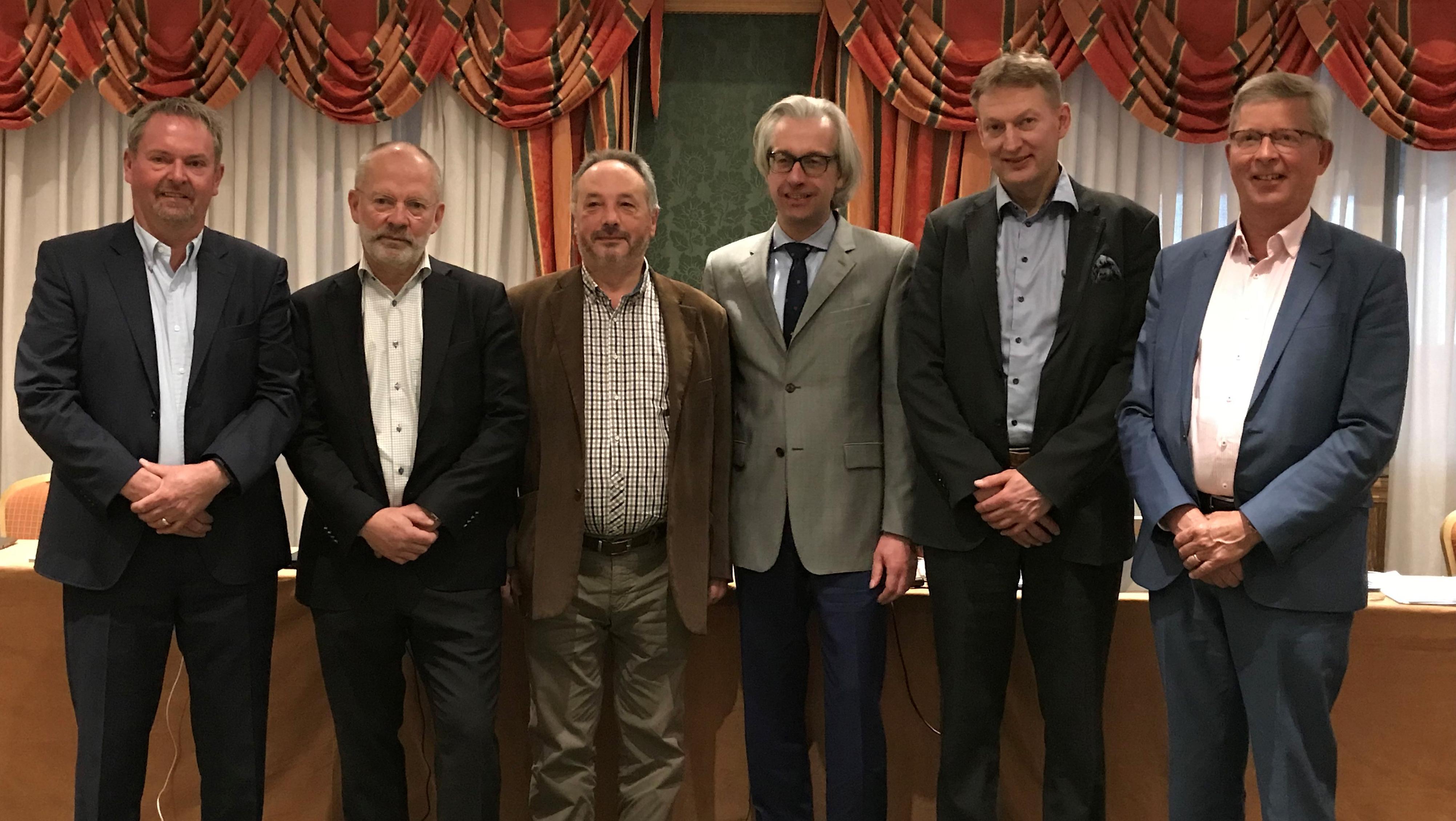 De leden van het directiecomité van ETIM International Eric Piers, Sverker Skoglund, Ryszard D'Antoni, Hans Henning, Magnus Siren en Jan Janse.